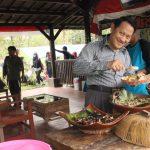 16 - Makan siang bersama setelah rafting