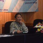 2 - Drs Ir Yohanes Hadi Soesilo MDiv MSi selaku moderator workshop membuka acara